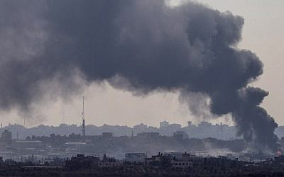 Smoke billowing from the Gaza Strip following an Israeli air strike on July 29, 2014 (Photo credit: Jack Guez/AFP)