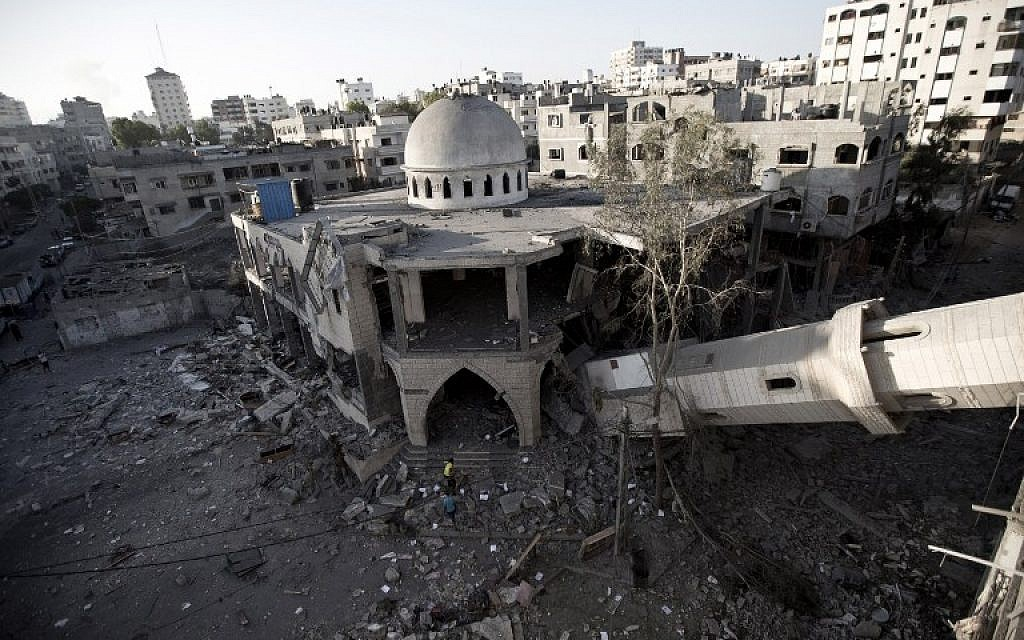A general view shows the collapsed minaret of a destroyed mosque in Gaza City, on July 30, 2014 after it was hit in an overnight Israeli strike. (photo credit: AFP/MAHMUD HAMS)