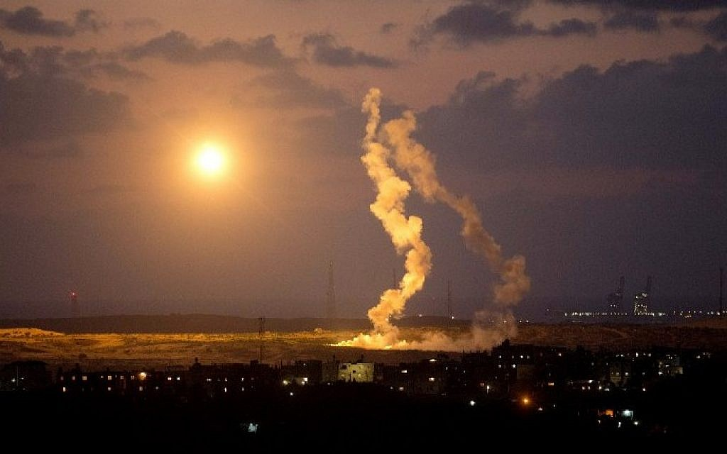 Israeli army flares falling into the Gaza Strip on July 14, 2014 (Photo credit: Menahem Kahana/AFP)