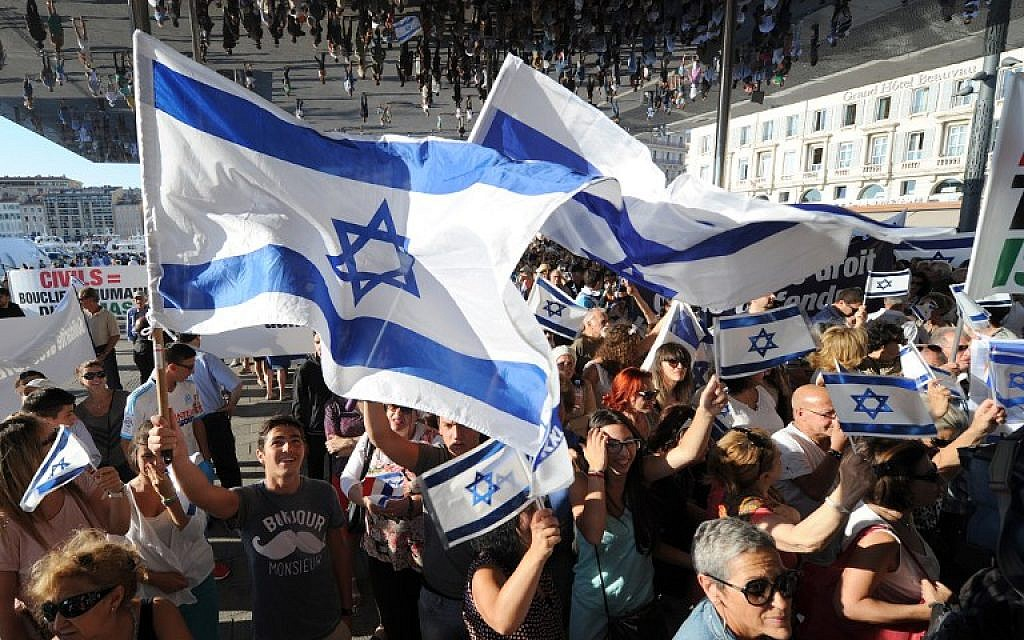 File: People wave Israeli flags as they take part in a demonstration supporting Israel in Marseille, southeastern France, on July 27, 2014. (AFP/Boris Horvat)