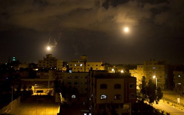 An IDF flare illuminating the sky above the Gaza strip on July 18, 2014. (Photo credit: AFP/Mahmud Hams)