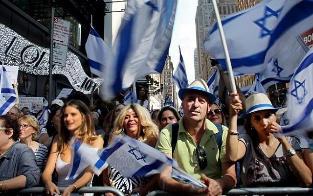 Israeli supporters rally in Times Square on July 20, 2014 in New York City (Photo credit: Yana Paskova/Getty Images/AFP)