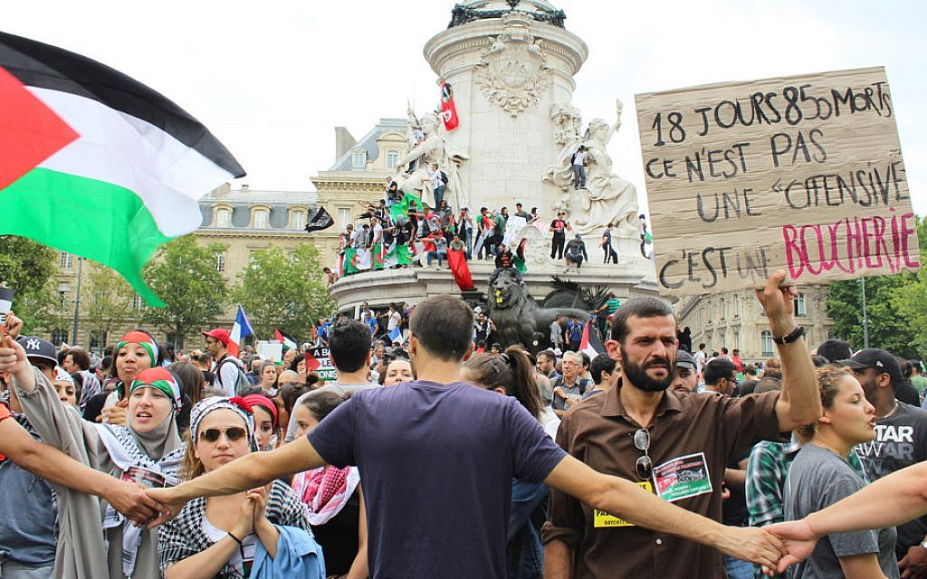 The Paris Statue de la Republique serves as a protest pedestal in a July 26, 2014 pro-Palestinian, anti-Israel demonstration. (Glenn Cloarec/The Times of Israel)