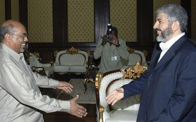 Hamas chief Khaled Mashaal meets with Sudanese President Omar Al-Bashir in Khartoum, Sudan, August 2008 photo credit: AP/Abd Raouf)