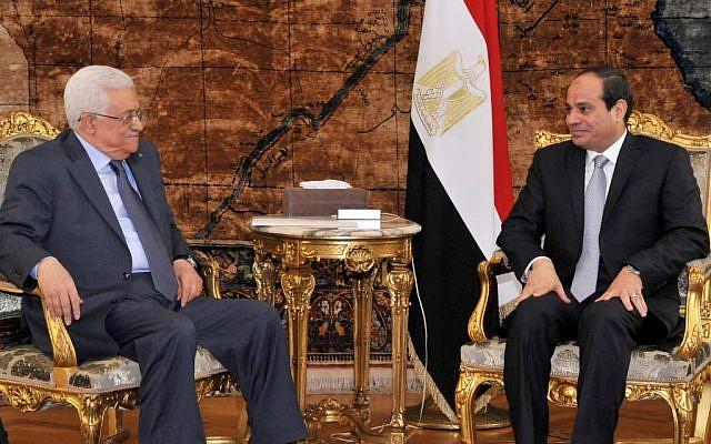 Palestinian President Mahmoud Abbas, left, meets with Egyptian President Abdel-Fattah el-Sissi in Cairo, Egypt, July 17, 2014 (AP/MENA)