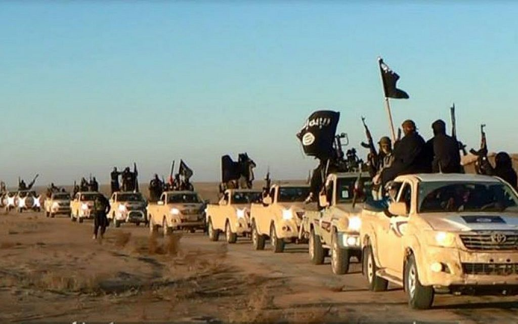 A convoy of vehicles and fighters from the Islamic State in Iraq's Anbar Province, January 2014 (photo credit: AP)