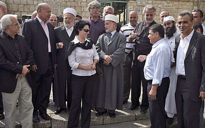 Members of the High Follow-up Committee and Arab MKs visit the Al Aqsa mosque in  Jerusalem, October 2009 (photo credit: Matanya Tausig/Flash90)