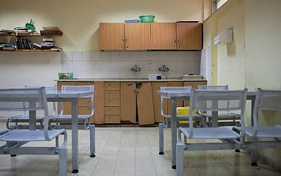 A view of the inside of the Kfar Shaul psychiatric hospital in Jerusalem (Photo credit: Noam Moskowitz/Flash90)