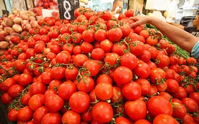 Tomatoes for sale in the Mahane Yehuda market in Jerusalem, September 2012 (photo credit: Oren Nahshon/Flash90)