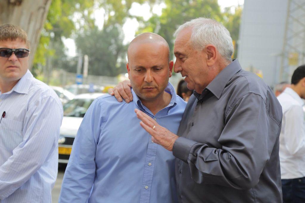 Ashkelon Mayor Itamar Shimoni (left) with Interior Security Minister Yitzhak Aharonovitch, May, 2014. (Photo credit: Edi Israel/Flash 90)