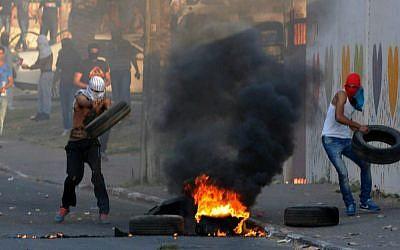 Palestinians clash with Israeli border police during clashes in Wadi Ara, northern Israel , July 5, 2014. (photo credit: Izik Barbi/Flash90)