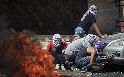 Palestinians clash with Israeli border police in the East Jerusalem neighborhood of Shuafat following the discovery of the body of a Palestinian teen from East Jerusalem who was found in the Jerusalem forest, in a suspected revenge attack for the killing of three Jewish teens. July 02, 2014. (Photo credit: Hadas Parush/FLASH90)