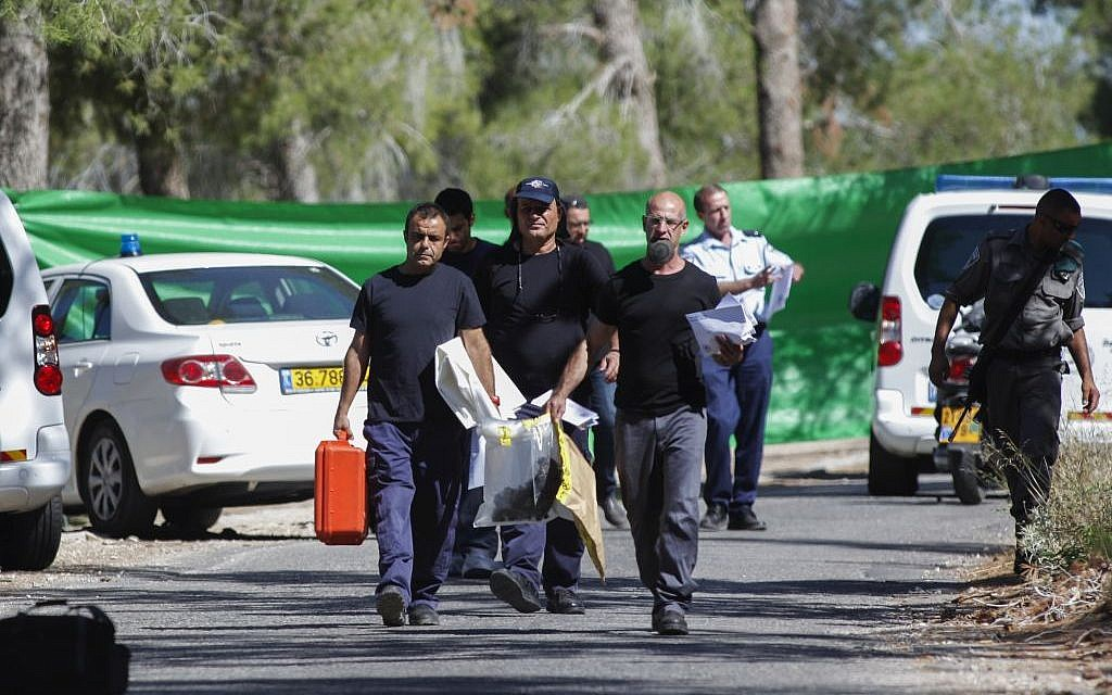 Israeli police at the scene where the body of an Arab youth was found in the Jerusalem Forest Wednesday morning, July 02, 2014. photo credit: Yonatan SIndel/FLASH90)