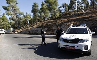 Israeli police at the scene of where the body of an Arab youth was found in the Jerusalem Forest early Wednesday, July 2, 2014 (photo credit: Yonatan Sindel/FLASH90)