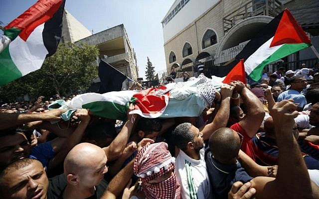Palestinians carry the body of 16-year-old Muhammed Abu Khdeir during his funeral in the Arab neighborhood of Shuafat, East Jerusalem on July 4, 2014 photo credit: Sliman Khader/Flash90)
