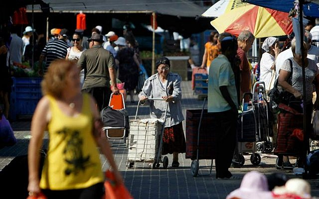 Residents of the southern Israeli town of Sderot seen shopping for food at the local market as Hamas continues rocket fire from Gaza at Israeli towns, July 08, 2014. (photo credit: Miriam Alster/FLASH90)