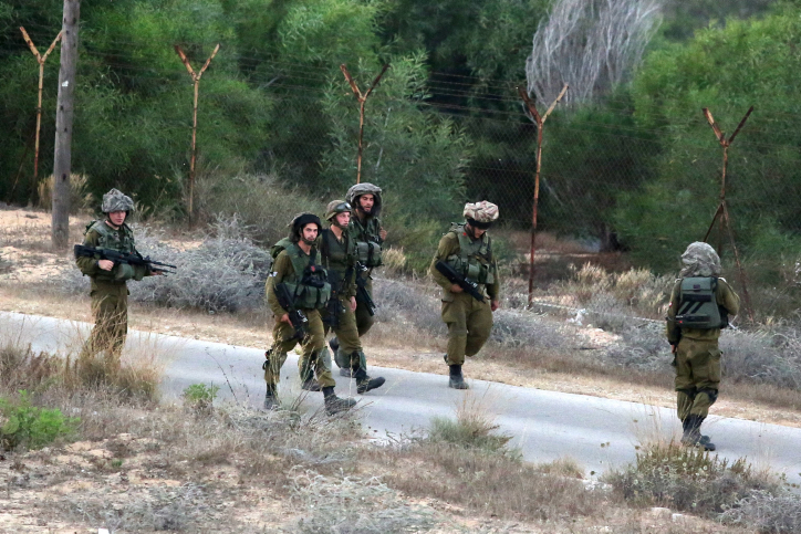 Israeli soldiers on patrol in Netiv Ha'asara on the second day of Operation Protective Edge, on July 9, 2014. (photo credit: Edi Israel/Flash90)