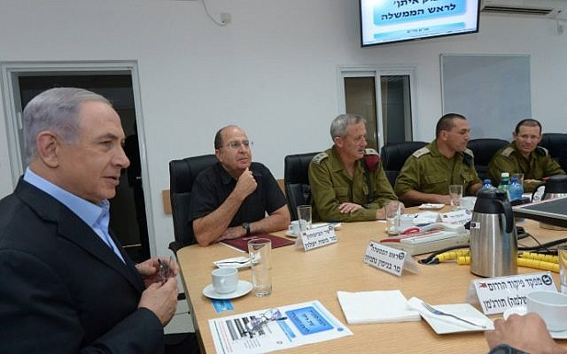 Prime Minister Benjamin Netanyahu, Defense Minister, Moshe Ya'alon, and IDF Chief of Staff, Benny Gantz, get briefed in the South Front Command on Operation Protective Edge, on July 9, 2014. (Photo credit: Haim Zach/GPO/Flash90)
