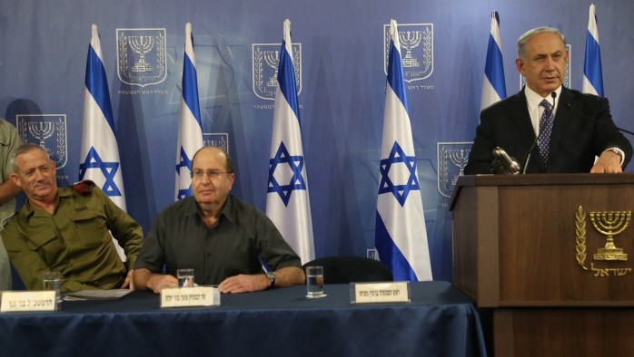 Prime Minister Benjamin Netanyahu (right), Defense Minister Moshe Ya'alon and IDF Chief of Staff Benny Gantz(left) seen at a press conference at the ministry of Defense, in Tel Aviv, July 15, 2014. (Photo credit: Flash90)
