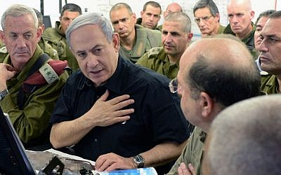 Prime Minister Benjamin Netanyahu with Defense Minister Moshe Ya'alon (R) and IDF Chief of Staff Benny Gantz (L) at the Command and Control Center of the 162nd Armored Division in southern Israel, July 21, 2014. (Photo credit: Kobi Gideon /GPO/Flash90)