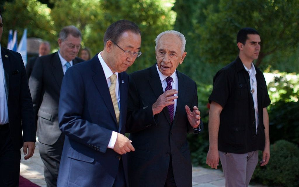 UN Secretary-General Ban Ki-moon speaks with Israel's president Shimon Peres after a joint press conference at the president residence in Jerusalem, Wednesday, July 23, 2014. (Yonatan Sindel/Flash90)