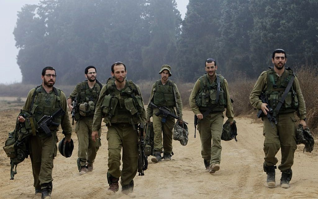 Israeli soldiers seen returning after a training drill in the fields near the Israeli border with Gaza on July 24, 2014. (Miriam Alster/ FLASH90/ File)