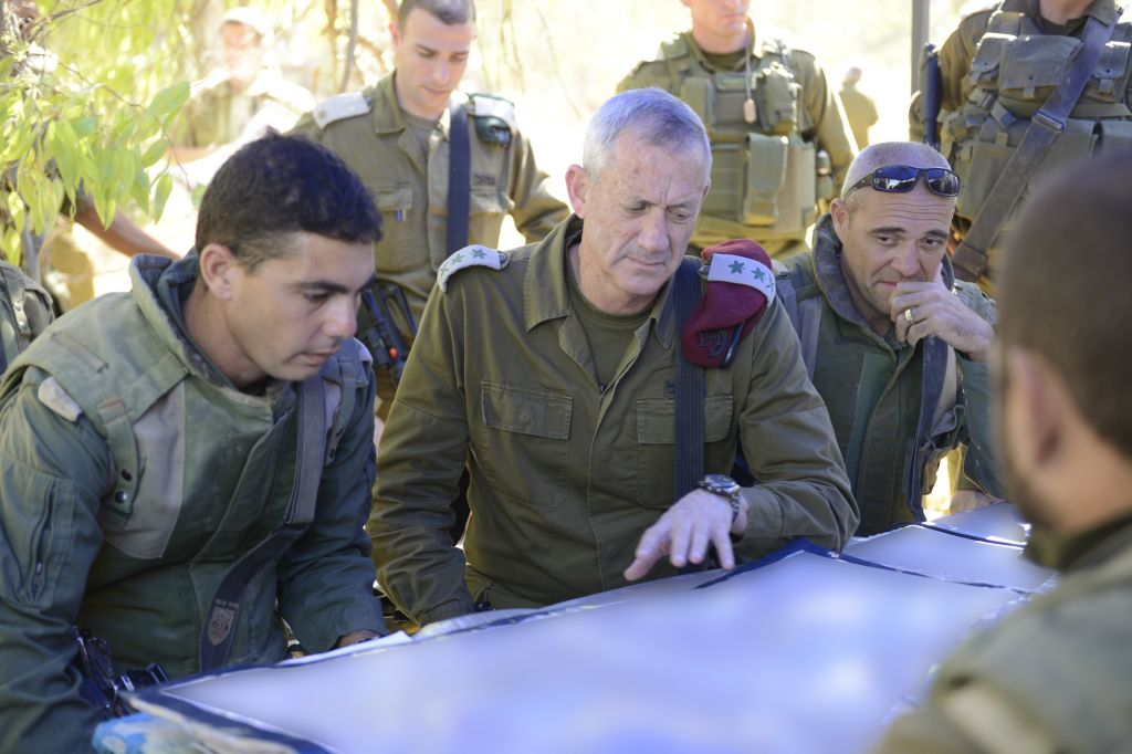 IDF Chief of Staff Benny Gantz visits near the border with the Gaza Strip, on July 26, 2014, (photo credit: Judah Ari Gross/IDF Spokesperson/Flash90)