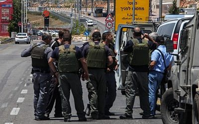 Police at the scene near the settlement of Beitar illit on July 27, 2014. Border Police officers stopped what they suspect was a potential terror attack Sunday, when they arrested a man at a West Bank checkpoint they said was carrying an explosive device in his car. (Photo credit: Flash90)