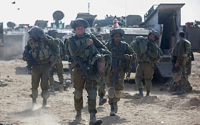 Israeli soldiers at a deployment area near the border with the Gaza Strip, on July 28, 2014, (Yonatan Sindel/Flash90)