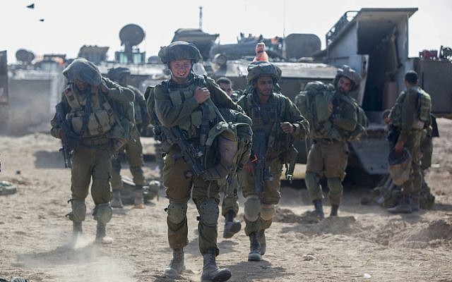 Israeli soldiers at a deployment area near the border with the Gaza Strip, on July 28, 2014, (photo credit: Yonatan Sindel/Flash90)