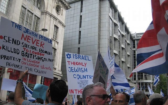 Israel supporters on London's High Street opposite the Israeli embassy on Sunday, July 20, 2014 (Jennifer Lipman/The Times of Israel)