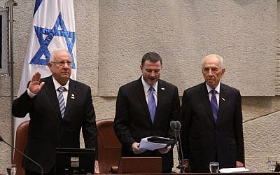 Incoming President of Israel Reuven Rivlin (L) takes his presidential oath in the Knesset, July 24, 2014. (photo credit: Knesset Press Office)