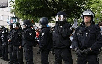 Police protecting Jewish demonstrators in Berlin. (Photo credit: Micki Weinberg)