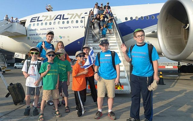 Children arriving on a flight to Israel on Tuesday, July 22, 2014. (Photo credit: Sasson Tiram)