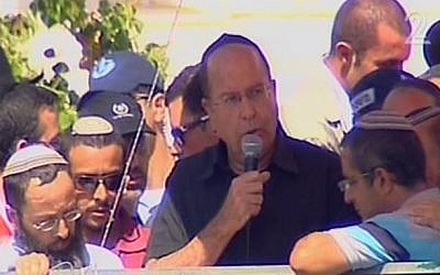Defense Minister Moshe Ya'alon delivering a eulogy to Eyal Yifrach in Elad Tuesday. (Screen capture: Channel 2)