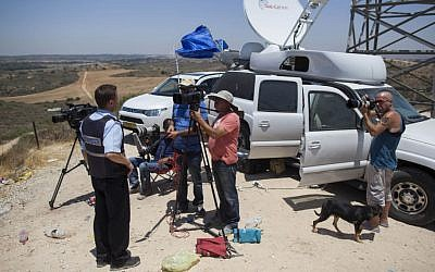 Media representative broadcasting from Israel's border with Gaza, on the second day of Operation Protective Edge, July 9, 2014. (Yonatan Sindel/Flash90)