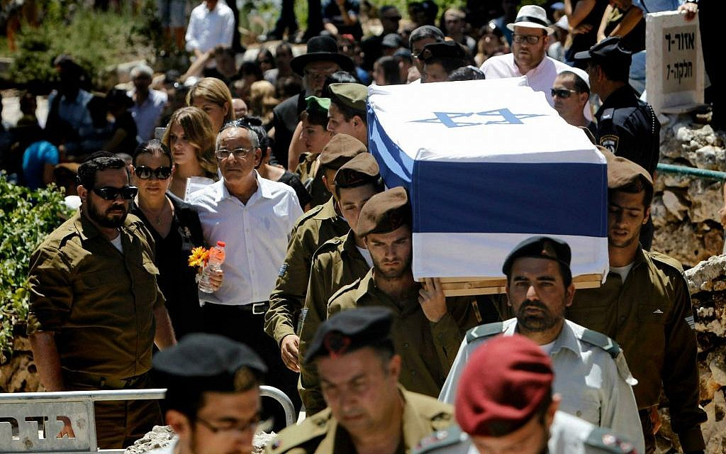 Parents, siblings and friends of IDF lone soldier Max Steinberg, killed in Gaza, follow his coffin to the burial on Mount Herzl on Wednesday morning, July 23, 2014. (Miriam Alster/Flash 90)