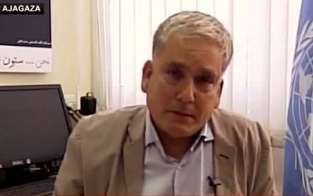 Chris Gunness, the UNRWA spokesman in Gaza, shortly before breaking into tears during a television interview during the 50-day summer conflict, July 30, 2014. (photo credit: screen capture YouTube/Kaya Bouma)
