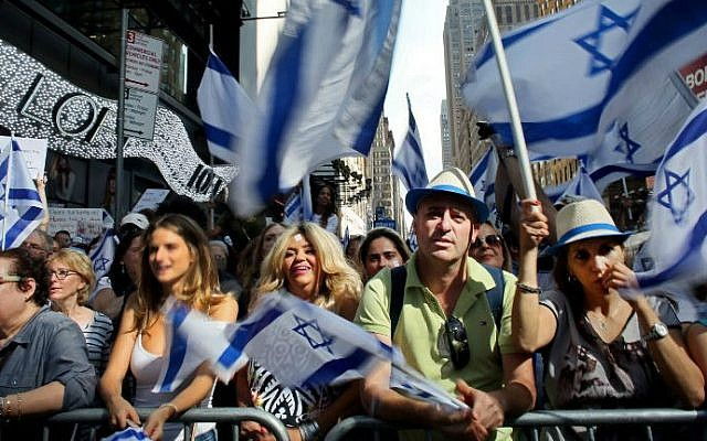 Israeli supporters rally in Times Square on July 20, 2014 in New York City (photo credit: AFP/Yana Paskova/Getty Images)