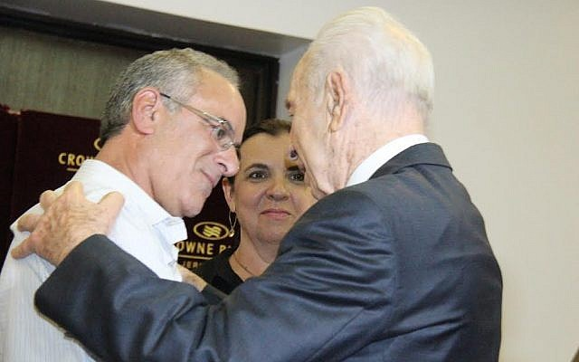 President Shimon Peres pays a condolence call on Steinberg's parents, Wednesday, July 23, 2014.