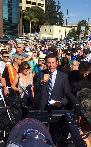 Israel Consul General David Siegel addresses the Los Angeles rally. (Israel Consul General of Los Angeles)