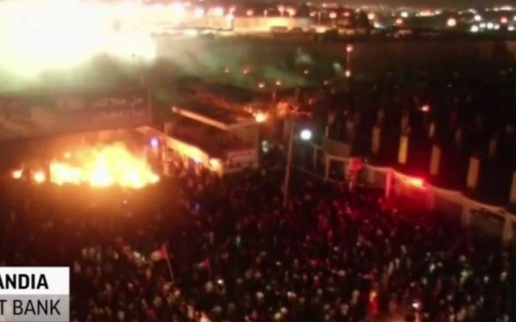 Screenshot from an AP video showing the mass protest at the Qalandia checkpoint in the West Bank on Thursday July 24, 2014 in which more than 10,000 Palestinians marched 'toward Jerusalem' in solidarity with Palestinians in Gaza.