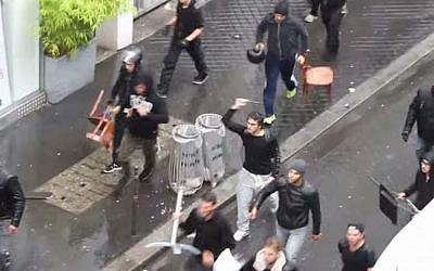 July 13, 2014 siege on a Paris synagogue during an anti-Israel protest. (YouTube screenshot)