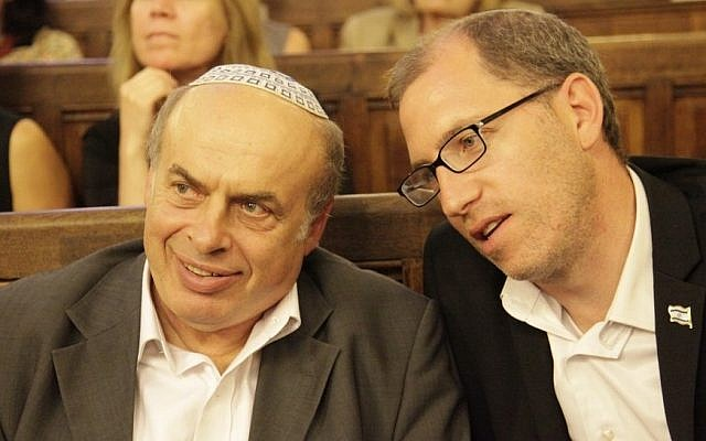 Jewish Agency Chairman Natan Sharansky, left, with the organization's head of French operations, Ariel Kandel, at a Paris synagogue, July 2, 2014. (photo credit: JTA/Alain Azria)
