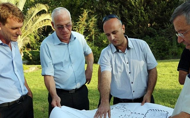 Housing and Construction Minister Uri Ariel visits southern Israel. (photo credit: Sasson Tiram)