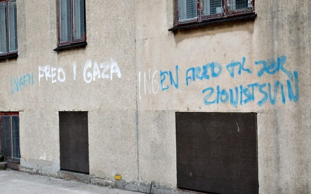 Anti-Jewish graffiti is seen on a wall of a Jewish school on August 22, 2014 in Copenhagen. The text on the wall says: 'Peace in Gaza and no peace to you Zionist pigs'. (Photo credit: AFP / Scanpix DENMARK / Erik Refner)