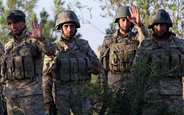 Iraqi Kurdish Peshmerga fighters take position on the front line in Makhmur, some 50 kilometers south of Arbil, the capital of the autonomous Kurdish region of northern Iraq where clashes with Islamic State (IS) militants are ongoing, on August 9, 2014 (photo credit: AFP/SAFIN HAMED)