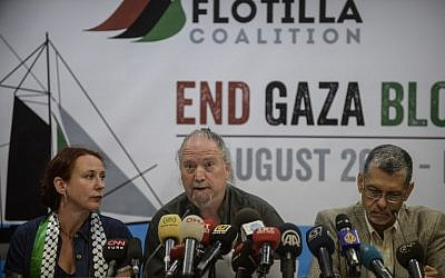 Freedom Flotilla member Dror Feiler, center, speaks during a press conference on August 12, 2014, in Istanbul (AFP/BULENT KILIC)