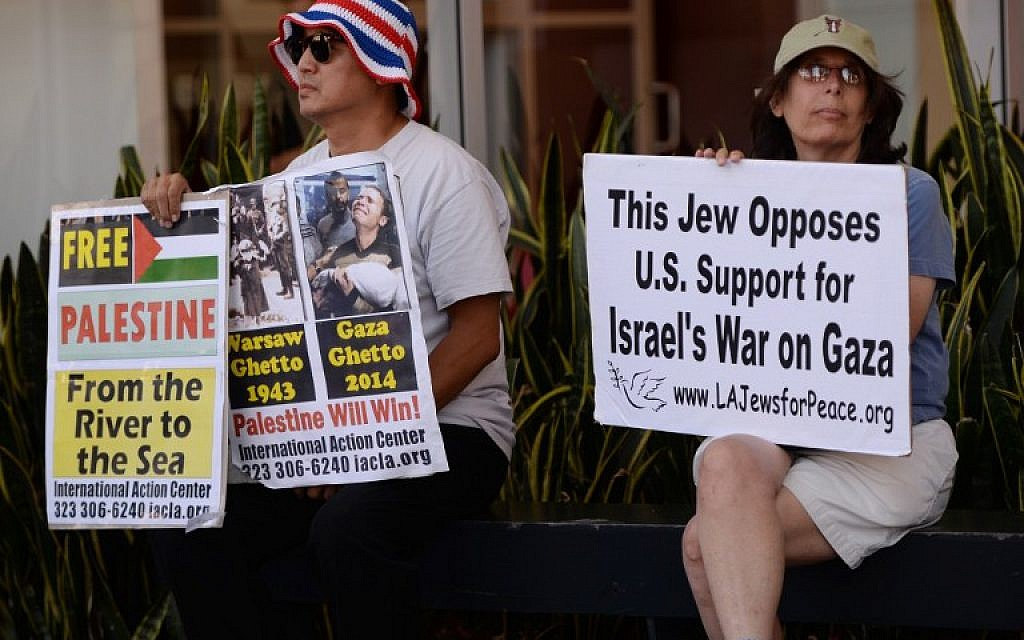 A Jewish peace activist watches a rally by Palestine Americans and their supporters during their protest march against the ongoing conflict in Gaza on August 16, 2014 in Los Angeles. (photo credit: AFP/Mark Ralston)