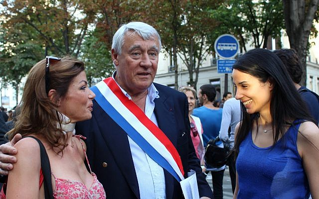 Claude Goasguen, mayor of the 16th arrondissement of Paris, flanked by supporters at the pro-Israel rally on July 31, 2014. (Glenn Cloarec/The Times of Israel)